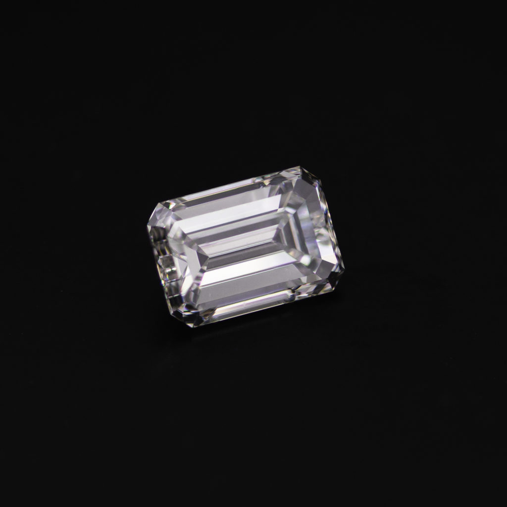 Emerald cut diamond 1.01ct angle view